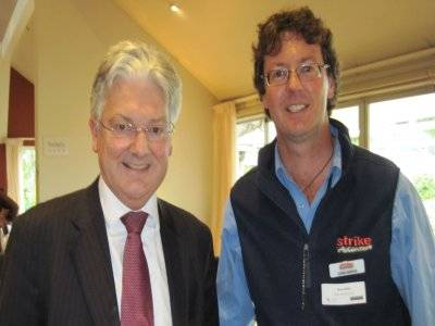 Peter_Dunne_with_Zane_Mirfin_002.jpg